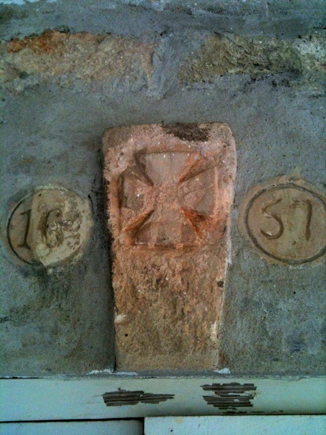 Pink Keystone dated 1657 with Maltese Cross